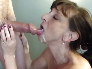 FapVid mature flashing milf